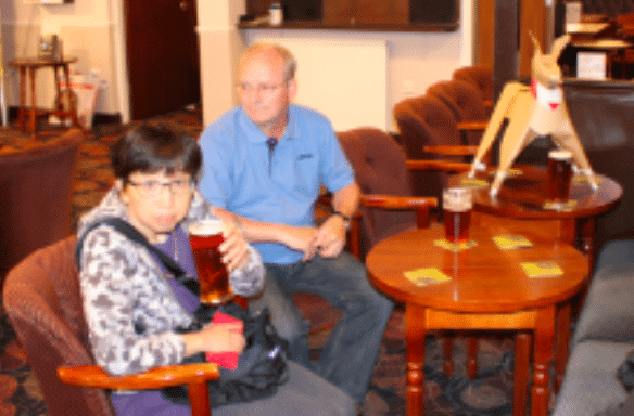Akane and Peter ignore DOGTokyo2017 as they have a pint.