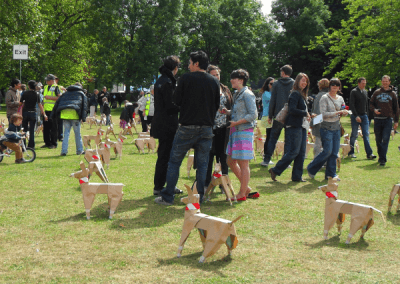 DOG sculpture in Victoria Park with members of audience