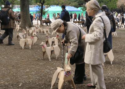 DOGTokyo2017 old ladies love DOG sculptures